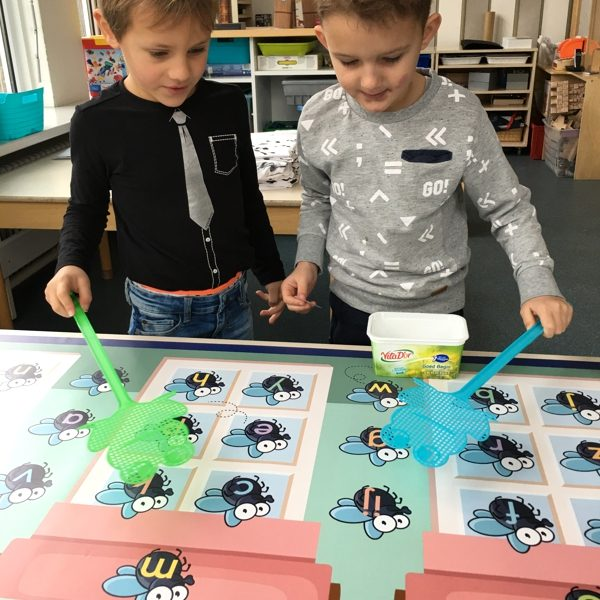 Vliegenmeppermat, kinderspeelmat