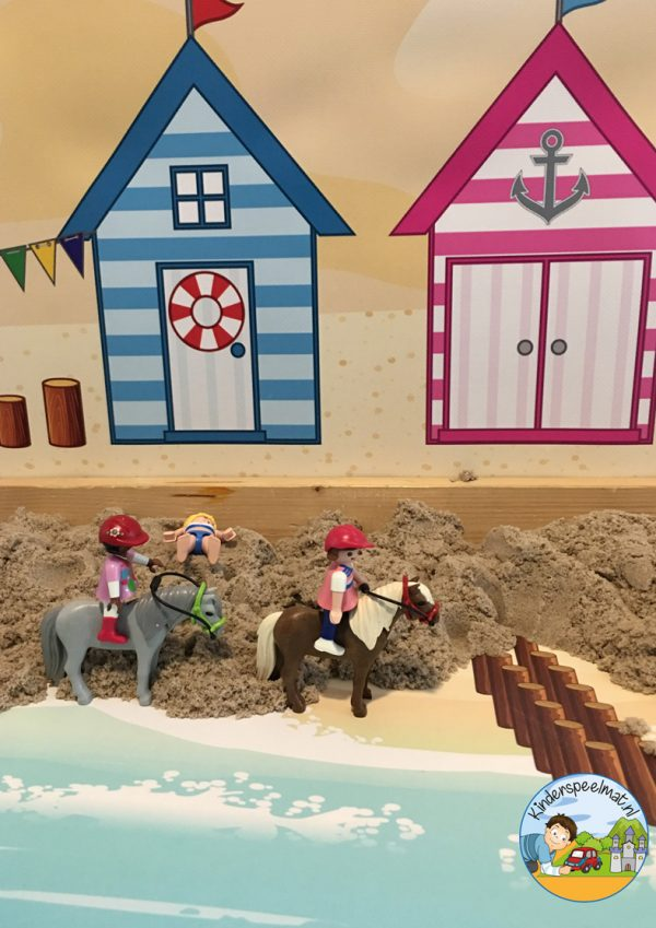 Duinenachtergrond met strandhuisjes 12 b, kinderspeelmat