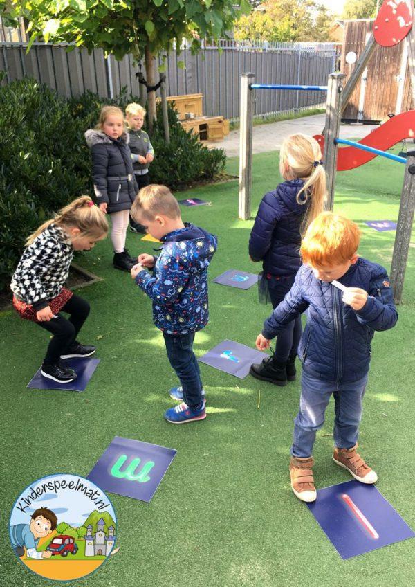 Bewegend leren, NaamLetters, letters ontdekken, kinderspeelmat