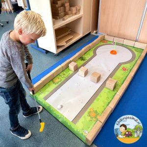 Midgetgolf mat voor de bouwhoek of voor een speldag, kinderspeelmat